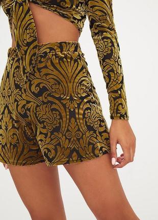 Красивые шорты с бархатным узором  барокко