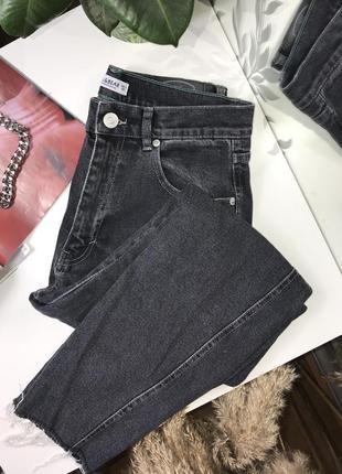 Потрясающие mom jeans с необработанными краями от pull&bear