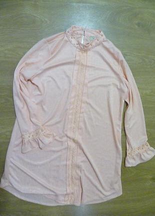 Красивое платье с бусинами