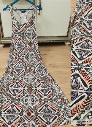Платье с красивом рисунком
