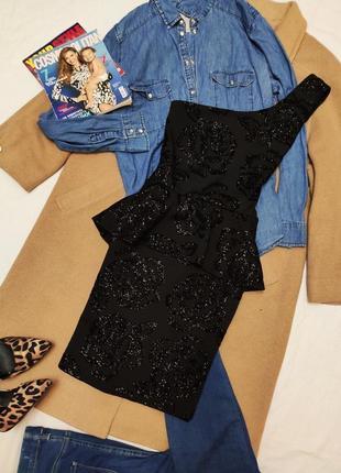 Quiz вечернее чёрное платье на одно плечо с баской праздничное на корпоратив