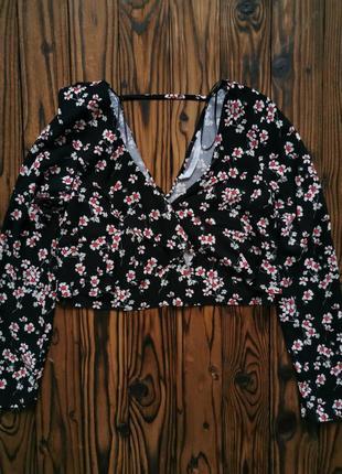 Укороченная блуза в цветочек с рюшами из натуральной ткани