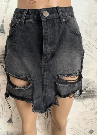 Стильная джинсовая юбка с рваностями