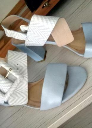 Туфли женские на каблуках