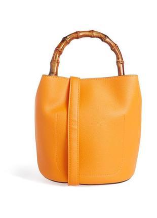 Оранжевая сумка-ведро с бамбуковой ручкой