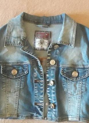 Укороченная джинсовая курточка