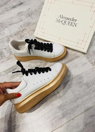 Кеды макквины кроссовки alexander mcqueen белые золотая подошва