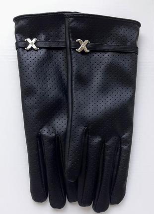 Стильные черные перчатки