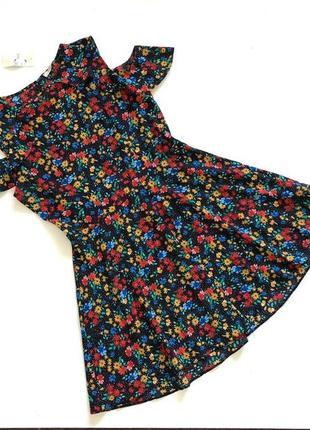 Новое с биркой стильное шифоновое платье в цветочный принт