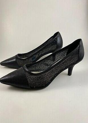 Фирменные красивые туфли на невысоком каблучке, новые, из сша