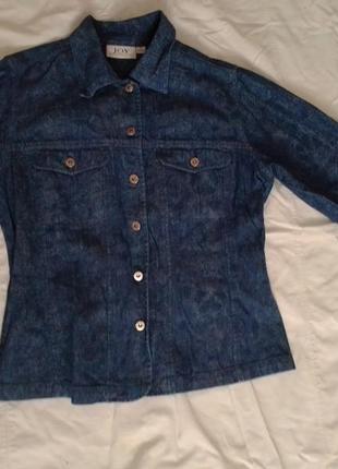 Необычный джинсовый  пиджак в змеиный принт