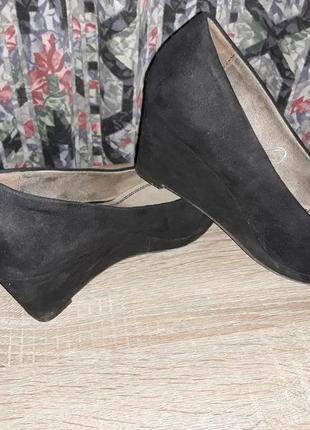 Туфли замшевые кожаные на танкетке
