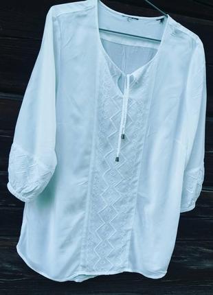 Дуже красива блуза з вишивкою