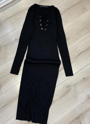 Чёрное миди платье zara резинка по фигуре