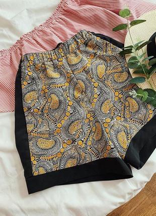 Cтильные яркие шорты с орнаментом h&m