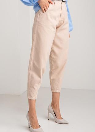 Коттоновые джинсы баллон бежевого цвета укороченные 4014383