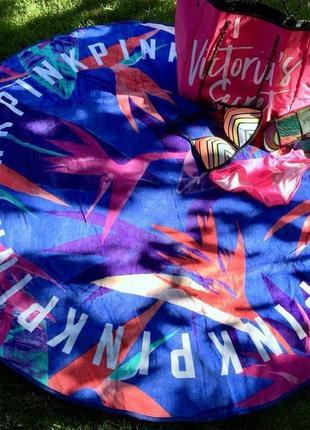 Большое полотенце victoria's secret для пляжа.