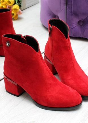 Стильні червоні ботильйони, черевички,
