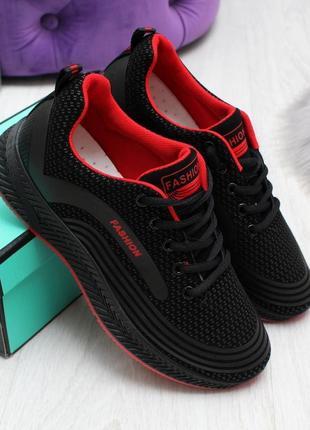 Стильні чорні кросівки