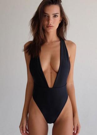 Черный сдельный купальник бразильяны с вырезом стильный качественный боди