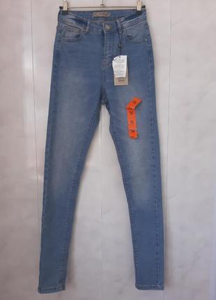 Стильные джинсы скини