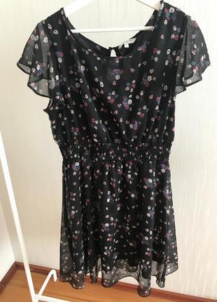 Лёгкое летнее платье в мелкие цветы ,актуальный принт