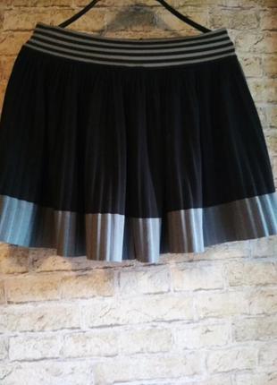 Плиссированная юбка.