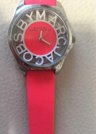 Яркие наручные часы marc by marc jacobs