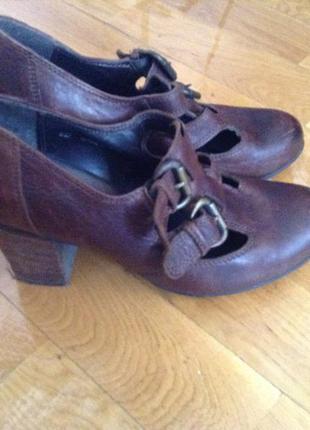 Фирменные стильные туфлі туфли clarks ботинки 38 р кожа