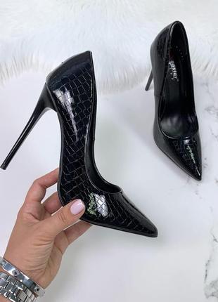 Лодочки чёрные питон туфли