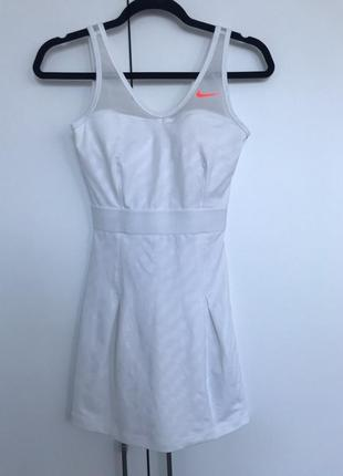 Оригинальное теннисное платье nike
