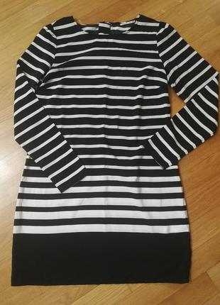 Полосатое чернобелое платье