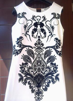 Очень красивое платье-футляр orsay.