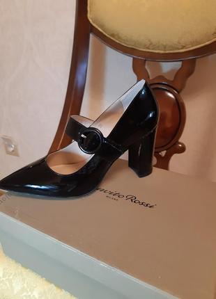 Очень красивые кожанные туфли