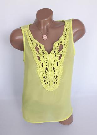 Яркая блуза в лимонном цвете