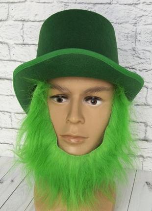 Зеленая шляпа лепрекога с зеленой бородой