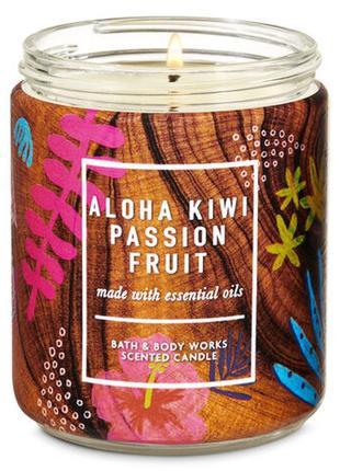 Ароматическая средняя свеча bath and body works aloha kiwi passionfruit