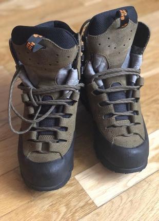 Трекінгове взуття