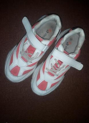 Легкі кросовки