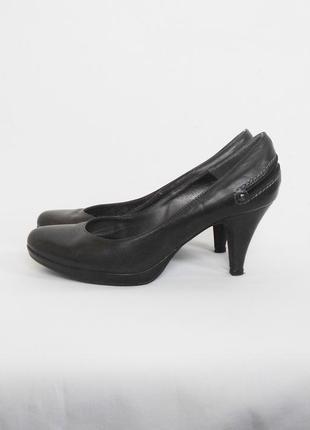 Кожаные классические туфли лодочки