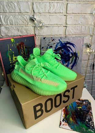 Женские кроссовки adidas   yeezy boost 350 v2 glow