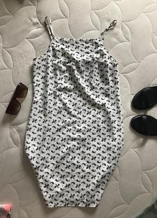 Платье сарафан на бретелях в принт asos