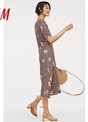 Отличное платье миди в принт  h&m