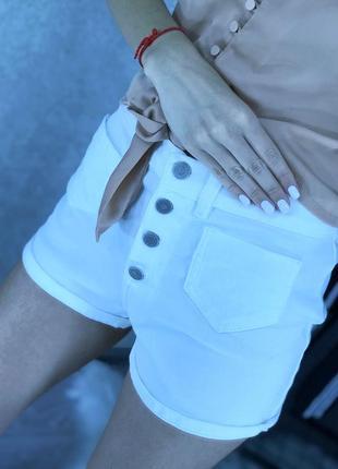 Белоснежные шортики с пуговицами размер s белые шорты