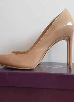 Потрясающие полностью натуральные бежевые туфли 36р