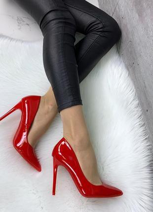 Красные лаковые туфли лодочки на шпильке,красные туфли на высоком каблуке