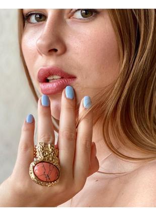 Стильное золотое богемное кольцо с мраморным камнем