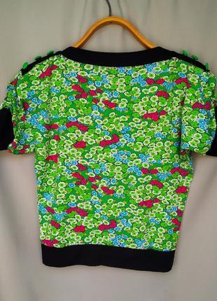 Летняя футболка в цветочный принт