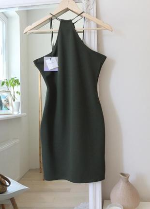 Нова приталена сукня з красивою спиною