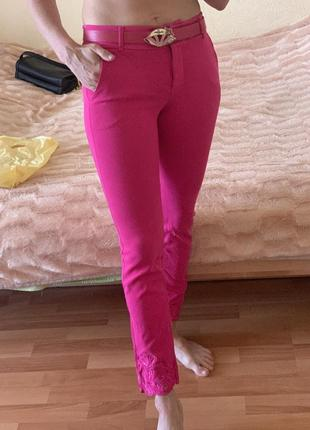 Джинсы брюки штаны sassofono цвет розовый